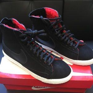 Nike blazer black suede red fuz lining red bottoms